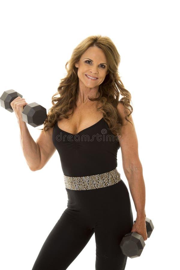 Женщина в улыбке скручиваемости костюма черного тела стоковые фото