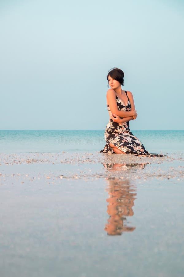 Платье на море смотреть