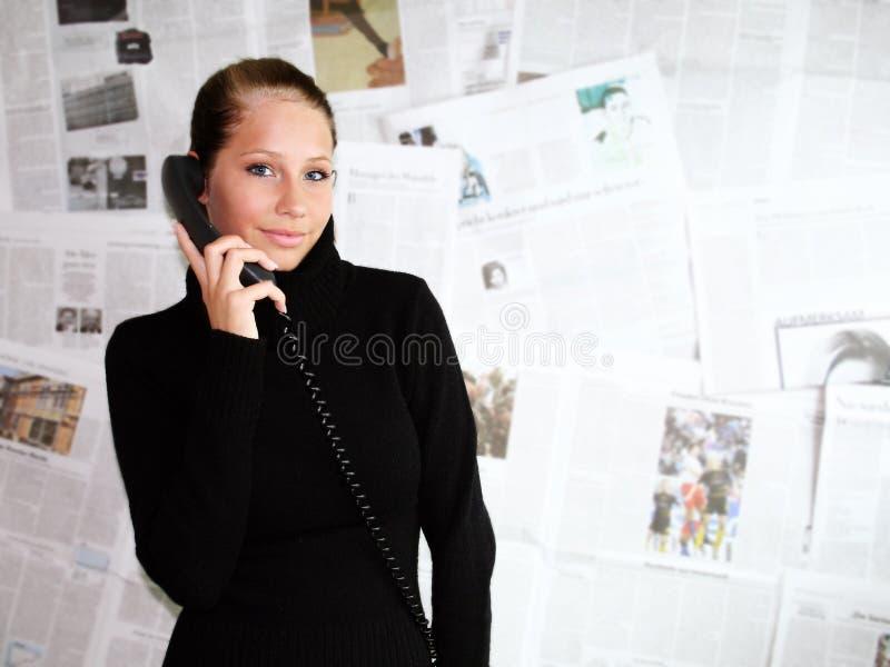 женщина газеты стоковое фото rf