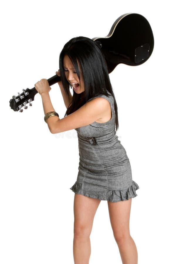женщина гитары ломая стоковые фото