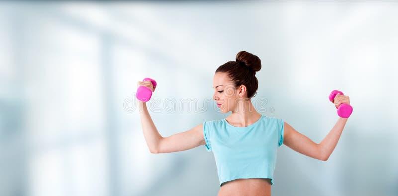Женщина делая спорт стоковая фотография