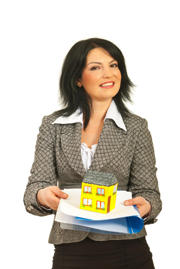 Женщина дела предлагая домой и подряд стоковые фотографии rf