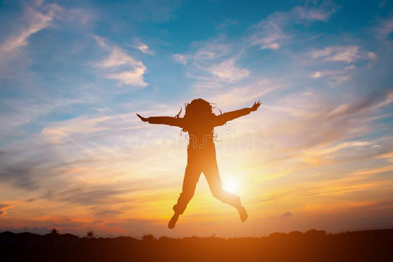 женщина дела счастливая скача стоковое фото
