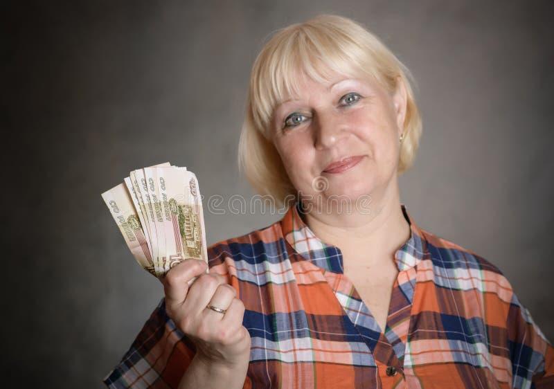 Женщина держит деньги стоковое фото rf