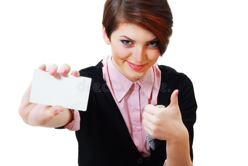Женщина держит карточку стоковые фото