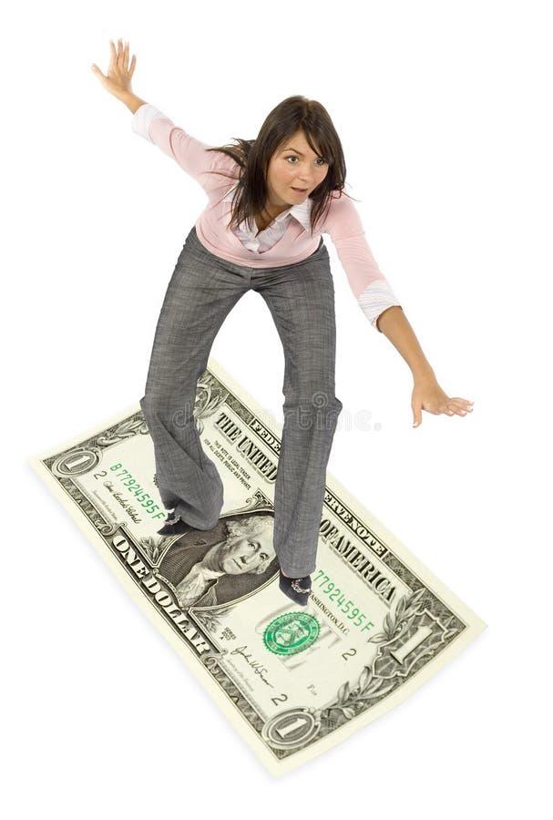 женщина доллара кредитки занимаясь серфингом стоковые фото