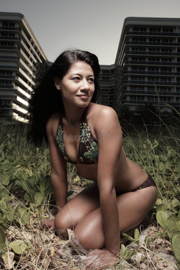 женщина дюн стоковые фото