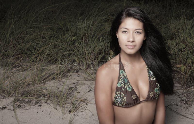 женщина дюн стоковое фото