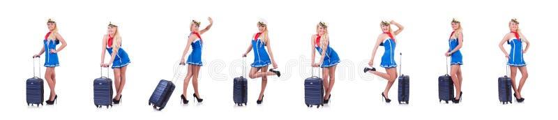 Женщина ездит с чемоданом на белом стоковое фото