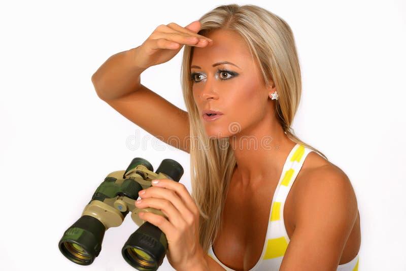 Женщина держа бинокли стоковая фотография rf