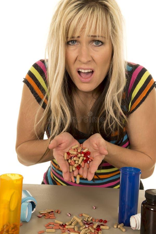 Женщина держа серии страха пилюлек стоковое фото rf