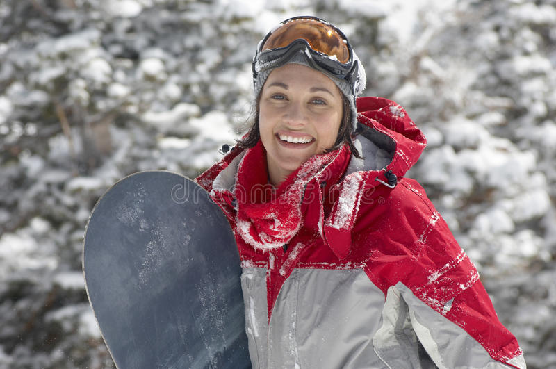 Женщина держа сноуборд стоковая фотография rf