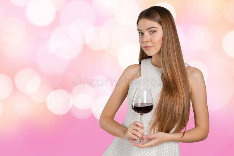 Женщина держа стекло вина стоковые изображения rf