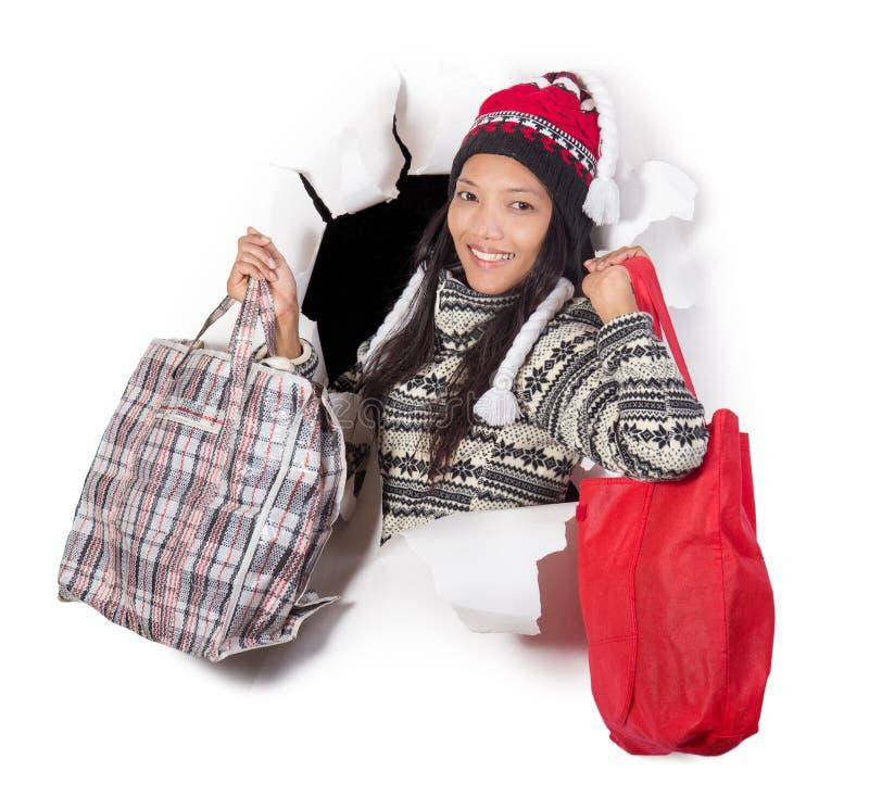 Женщина держа хозяйственные сумки стоковые изображения rf