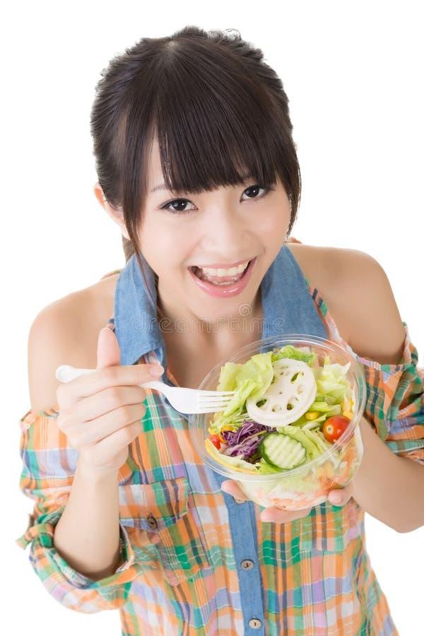 Download Женщина ест салат стоковое изображение. изображение насчитывающей bowie - 37925315