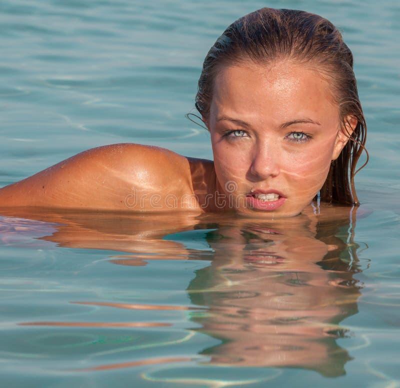 Женщина летних каникулов стоковое изображение