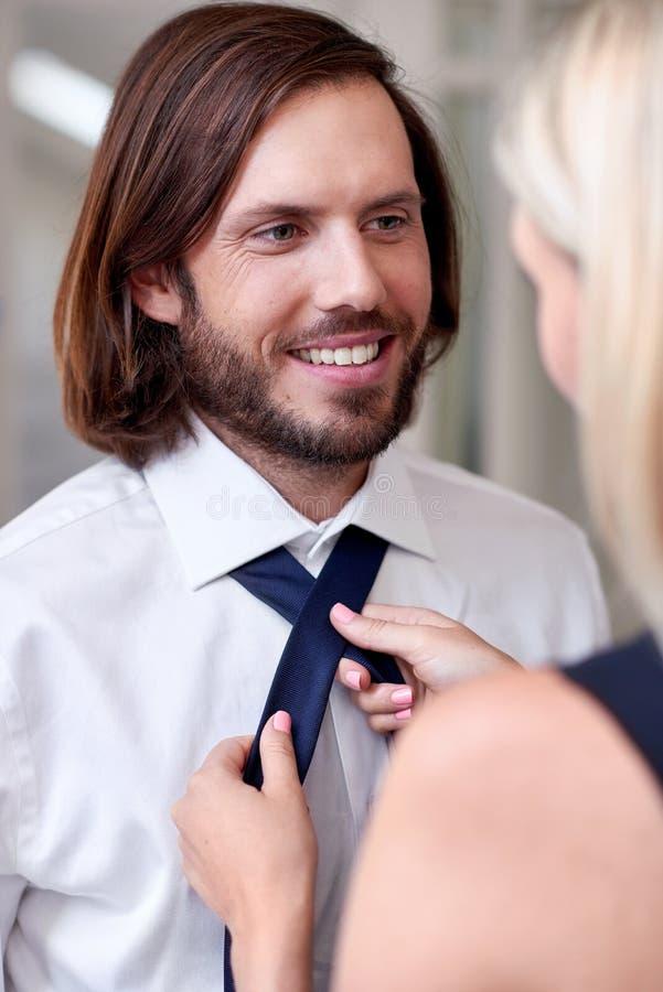 Женщина делая связь человека стоковое фото rf