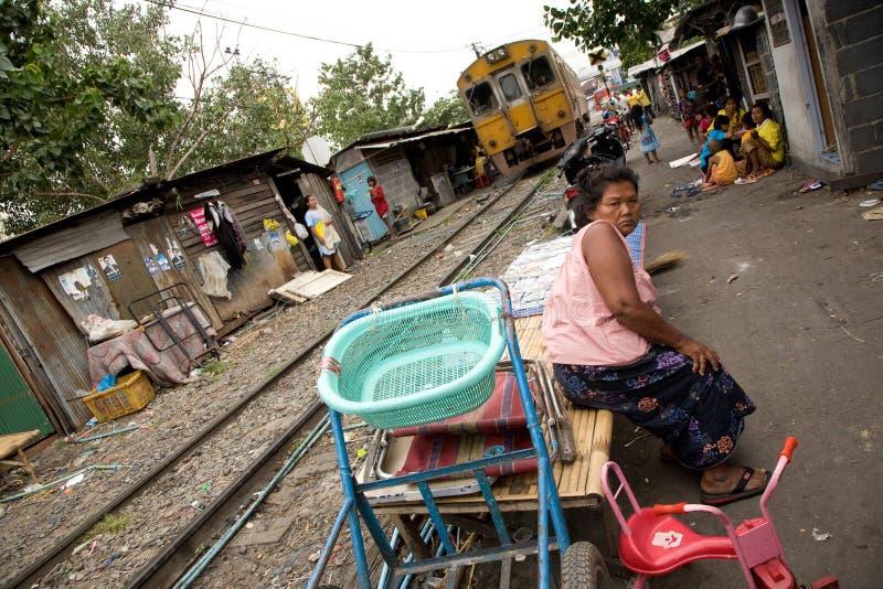 Женщина живя в трущобе стоковые фотографии rf