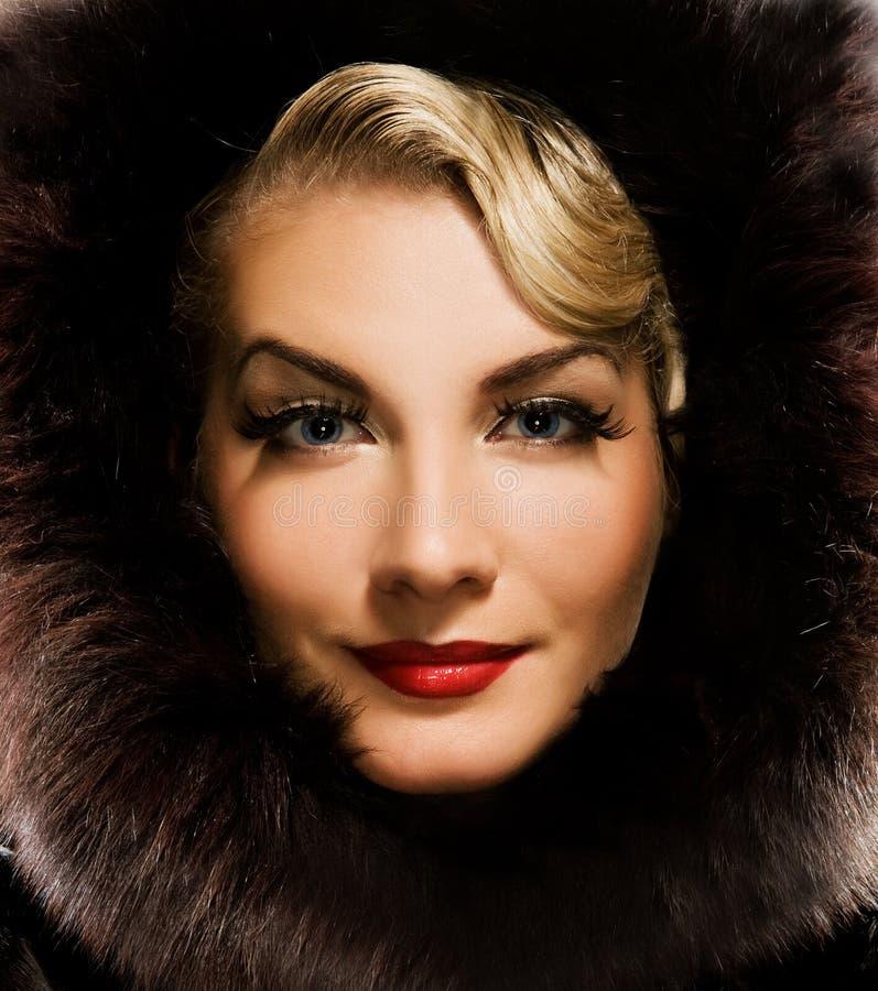 женщина зимы шерсти пальто стоковое фото
