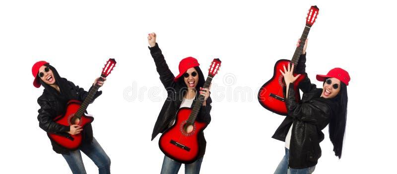 Женщина играя гитару изолированную на белизне стоковая фотография rf