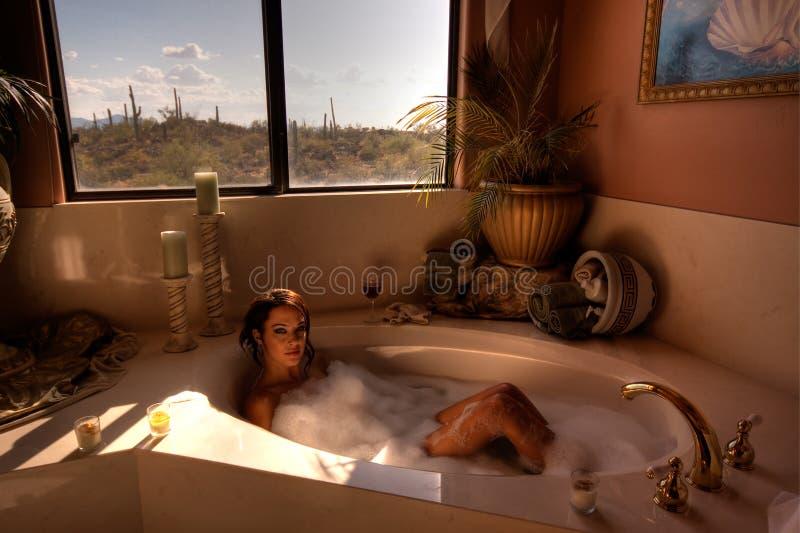 женщина изображения hdr ванны стоковые фото