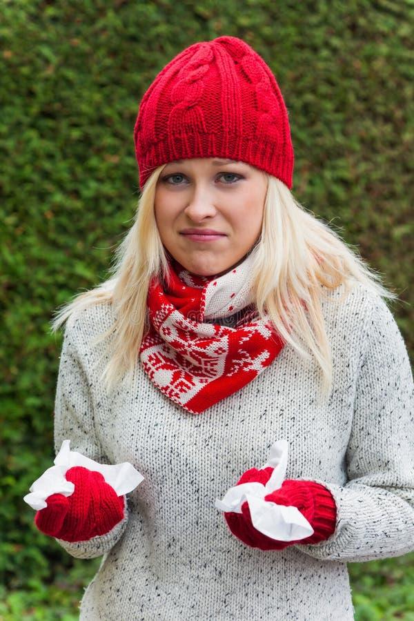 Женщина имеет холод и имеет холод Стоковые Фото