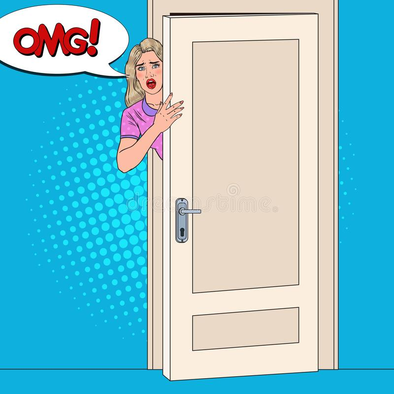 Женщина искусства шипучки сотрясенная Peeking от за двери удивленная девушка бесплатная иллюстрация
