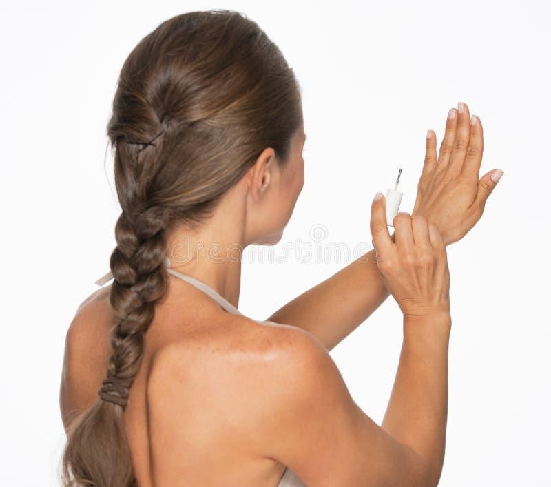 Download Женщина используя маникюр. вид сзади Стоковое Изображение - изображение насчитывающей backhoe, ровно: 33732571