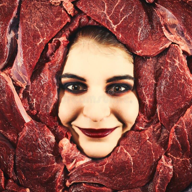 Женщина и говядина стоковые фото