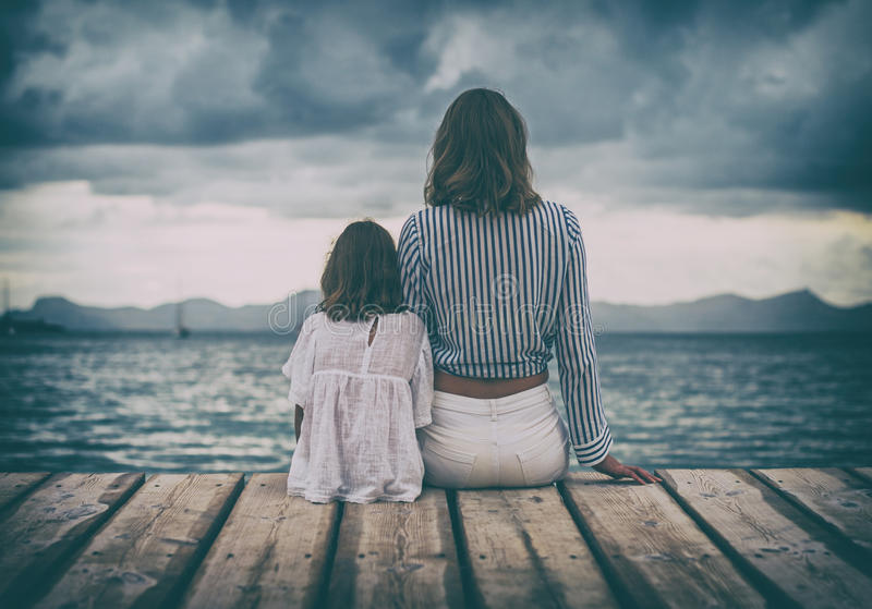 Женщина и маленькая девочка стоковое фото rf