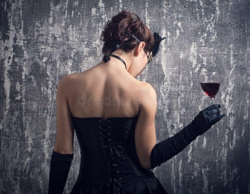 Женщина и стекло красного вина. стоковое фото rf