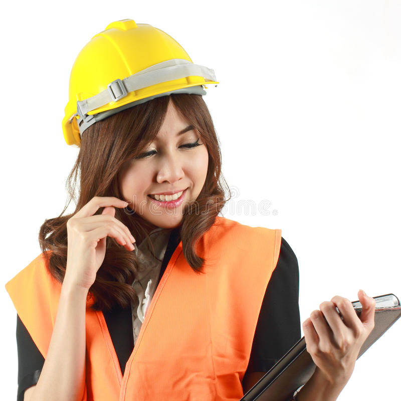 Женщина и таблетка инженера в ее руке стоковые фотографии rf