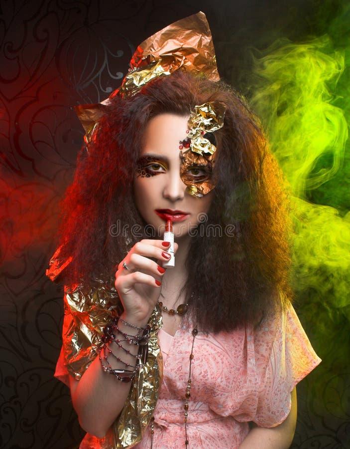 Download Женщина и дым стоковое изображение. изображение насчитывающей черный - 40581215