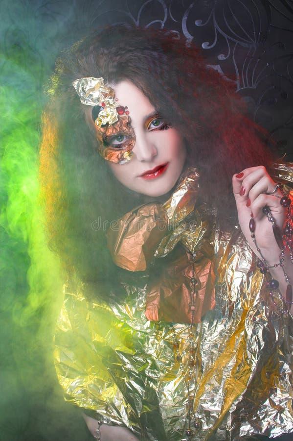 Download Женщина и дым стоковое изображение. изображение насчитывающей фантазия - 40581299