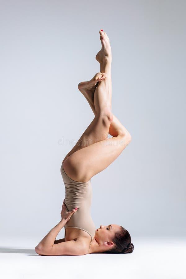 Женщина йоги стоковые изображения rf