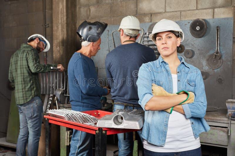 Женщина как работник подмастерья собственной личности confiident стоковое изображение