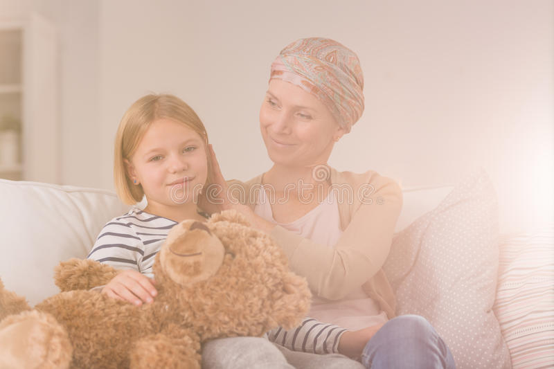 Женщина Карциномы с дочерью стоковые фотографии rf