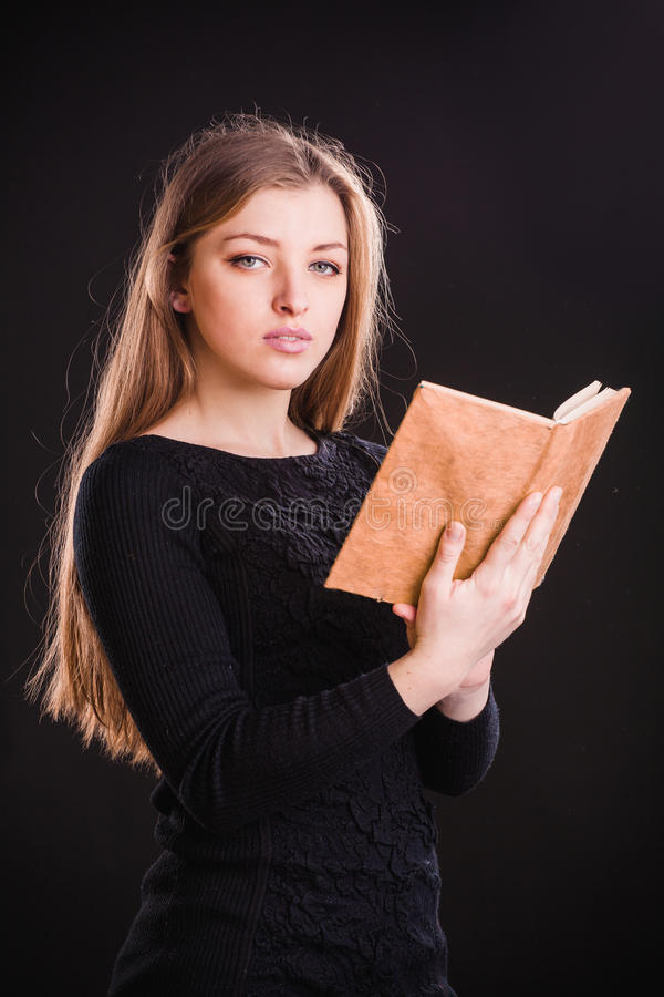 женщина книги милая стоковое фото rf