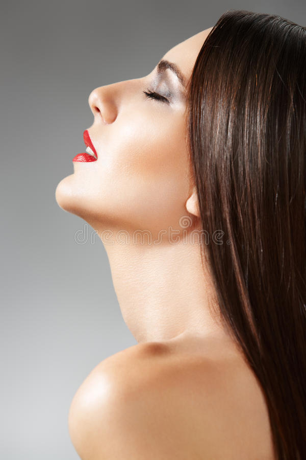 женщина кожи волос внимательности здоровая длинняя osmetic стоковая фотография rf