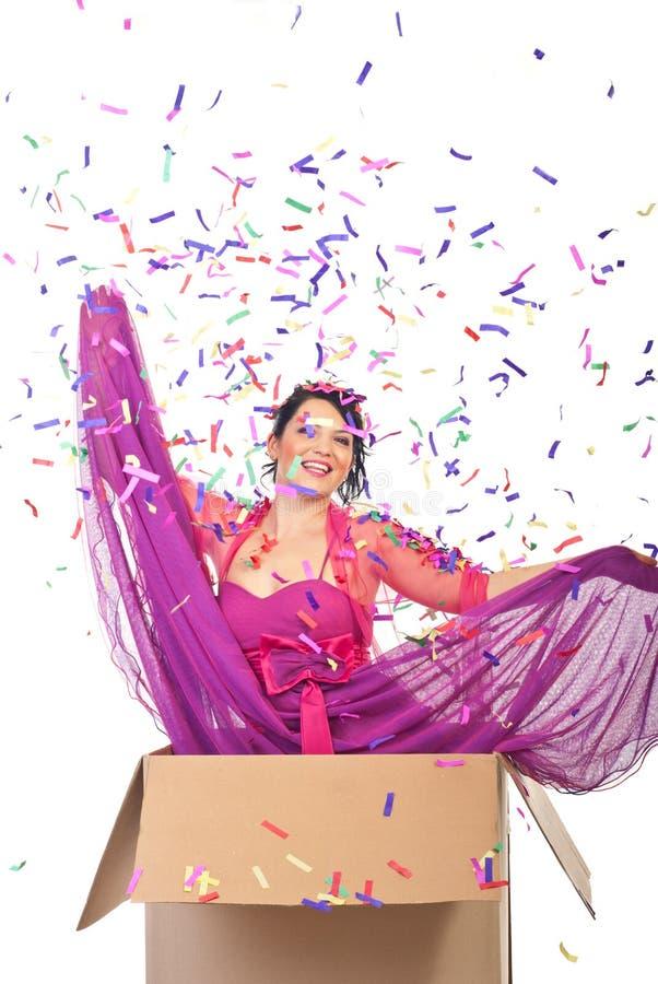 женщина коробки шикарная вне стоковое изображение rf