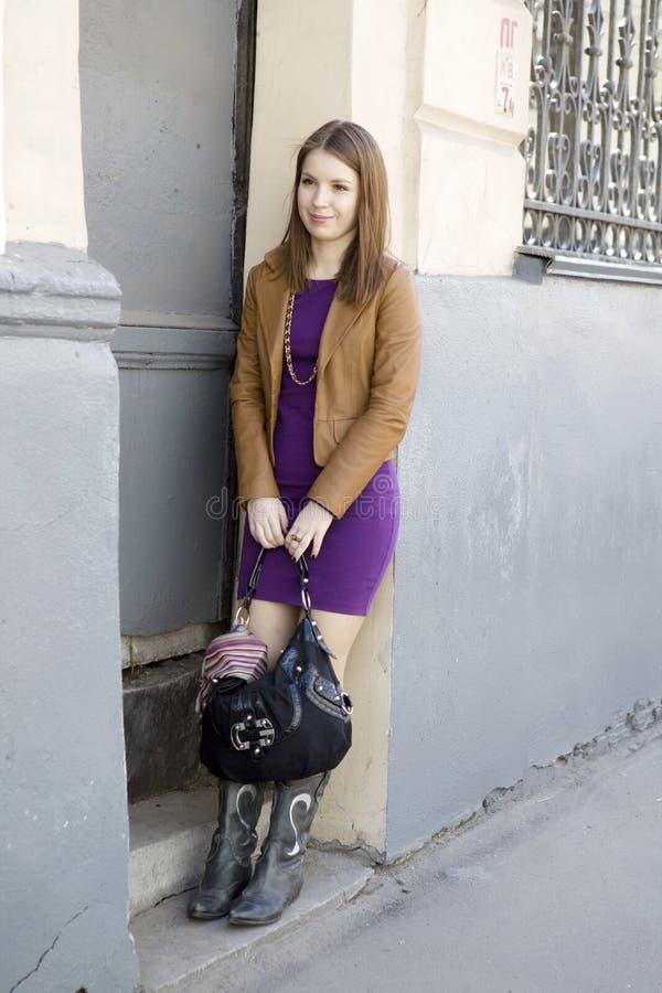 женщина короткой юбки волос длинняя сь стоковые изображения