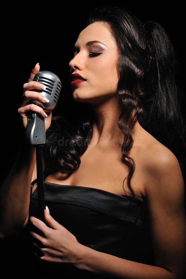 женщина красивейшего брюнет пея стоковое изображение rf