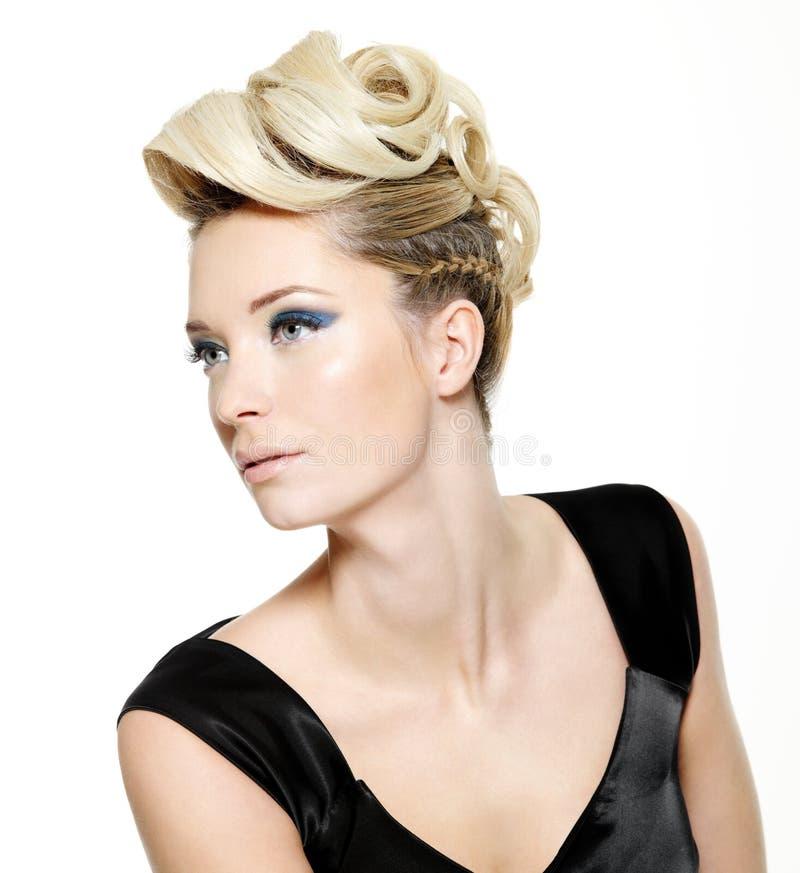 женщина красивейшего стиля причёсок самомоднейшая стоковые фотографии rf