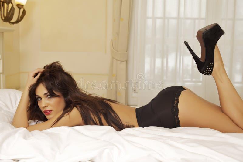 Download женщина красивейшего черного женское бельё сексуальная нося Стоковое Изображение - изображение насчитывающей очарование, женщина: 41652265