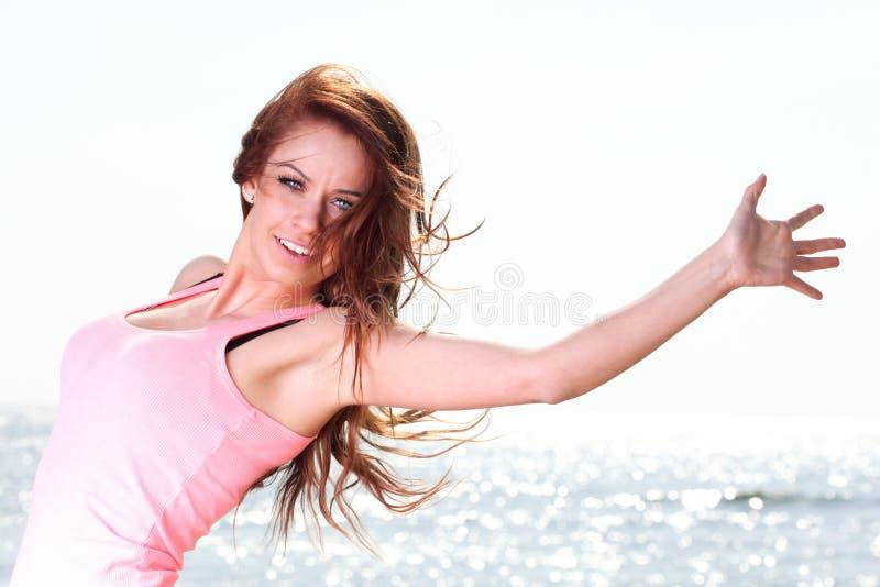 женщина красивейшей девушки счастливая радостная ся стоковые изображения rf