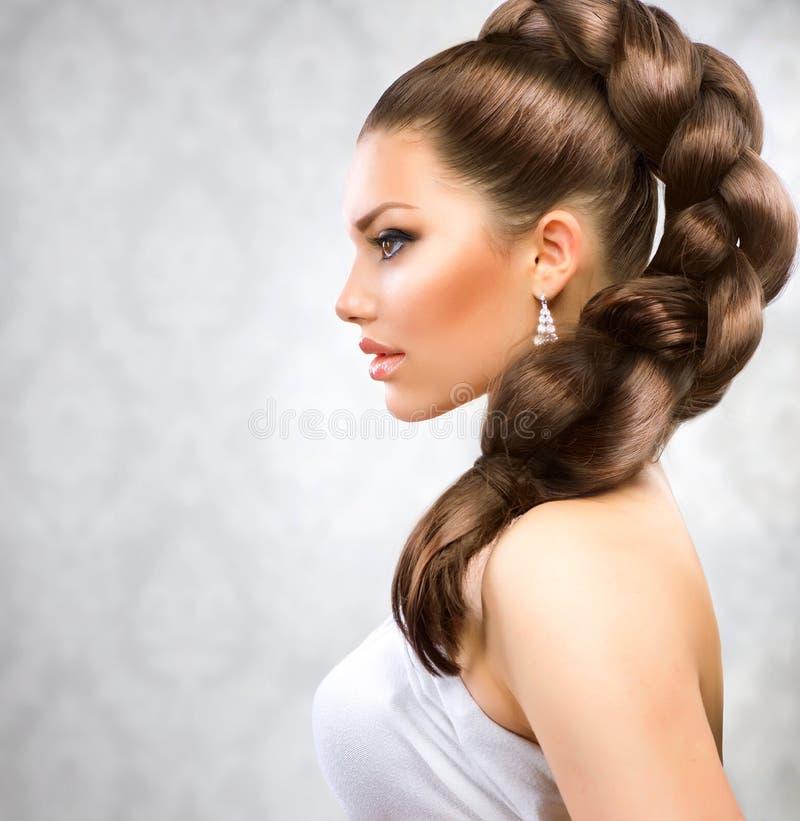 женщина красивейших коричневых волос длинняя стоковое фото