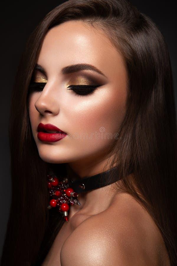 Женщина красоты модельная с длинными волосами Брайна стоковые изображения rf