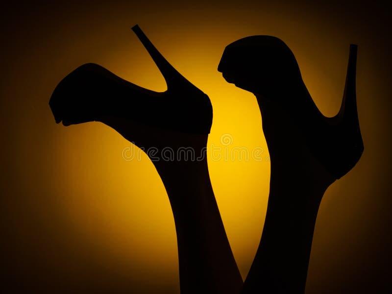 женщина кренит высокие ноги стоковое изображение