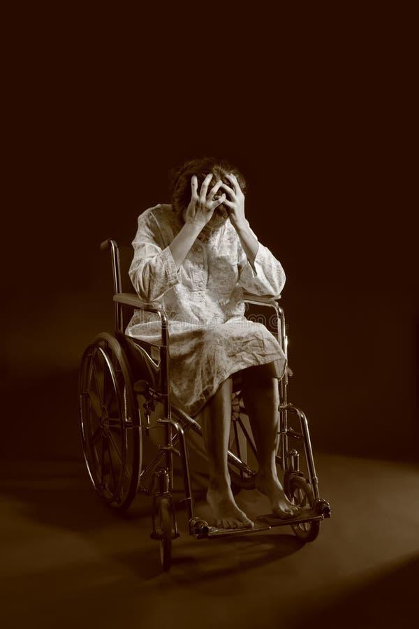 женщина кресло-коляскы стоковые фотографии rf