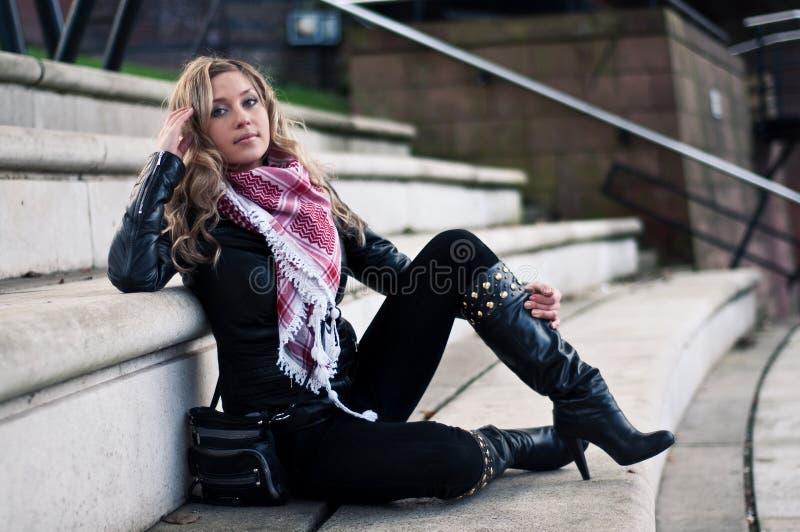 женщина куртки кожаная стоковая фотография